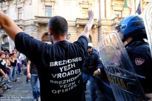 11 Contestazione Salvini Corso Mazzini poco prima della carica