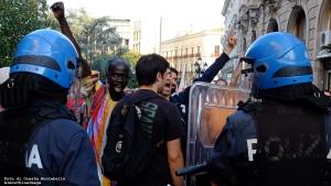 12 Contestazione Salvini Corso Mazzini poco prima della carica
