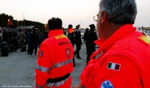 Antonio e Pino, soccorritore e medico dei Cavalieri di Malta. Sono stati allertati ieri alle ore 12 e per dodici ore sono stati in mare con i ragazzi della Guardia Costiera a dare il loro contributo professionale all'operazione di salvataggio. Spirito di sacrificio e determinazione al servizio dei più deboli.