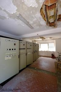 Sala quadri elettrici con solaio pericolante