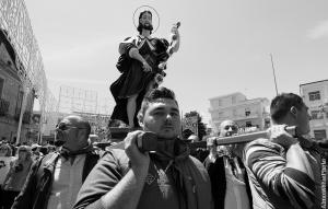 La statua di San Rocco ed i suoi portantini