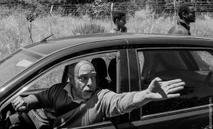 007# CARA Isola Capo Rizzuto Ss 106 - Blocco stradale ad opera dei residenti eritrei del CARA. Momento di tensione